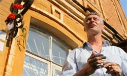 «Три дома, шесть имен». Глава Екатеринбурга Евгений Ройзман поддержал проект «Последний адрес»