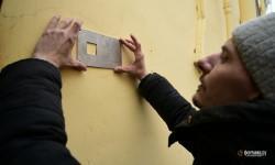 «Табличек слишком много, дом выглядит как кладбище». Почему с «довлатовского дома» сняли имена жертв репрессий